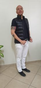 Professor Daniel, com vestimenta adequada para uma entrevista emuma startup, por exemplo.